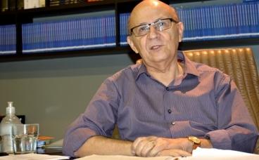 APL elege Moisés Reis e completa quadro de 40 membros